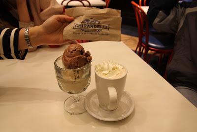 我們點的Ghirardelli熱巧克力和冰淇淋