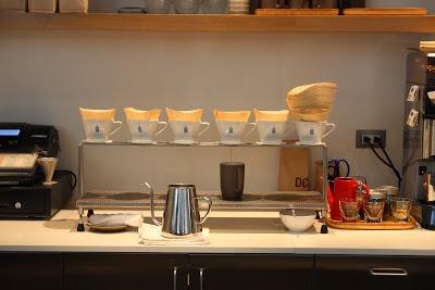 Blue Bottle Coffee一排的濾紙手沖咖啡
